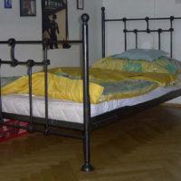 Stoly, postele, kresla-004