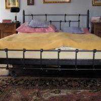 Stoly, postele, kresla-005
